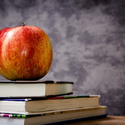 obuolys, knygos, mokslas